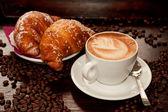 Brioches e cappuccino — Stock Photo