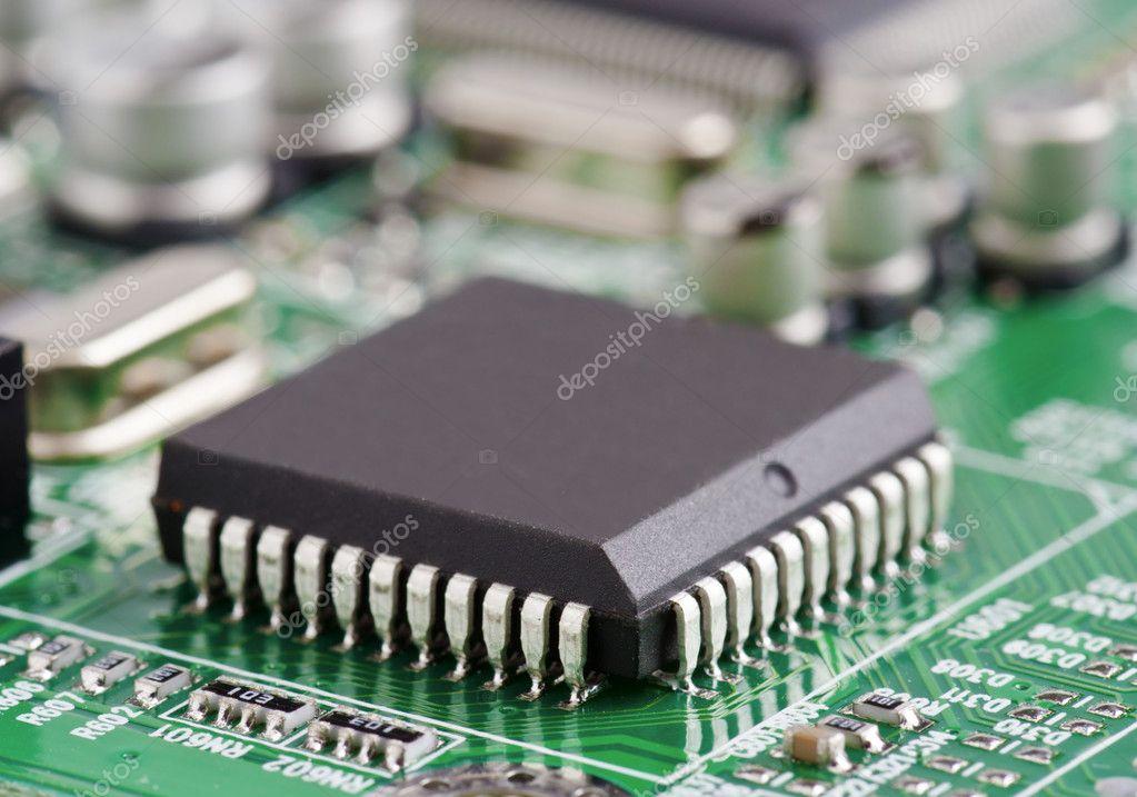 电路板上的电子芯片– 图库图片