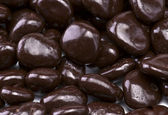 Chocolate covered raisins — Stock Photo