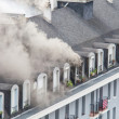 Fire in apartment building with heavy smoke — Stock Photo