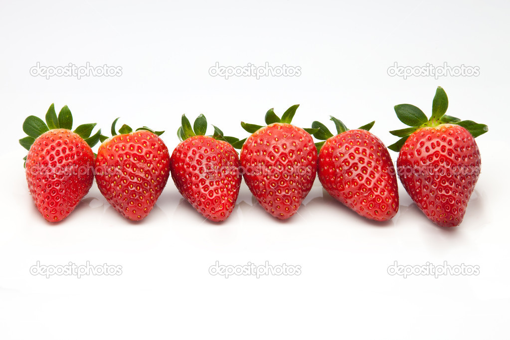 Ripe strawberries prepared to consume — Stock Photo #9759187