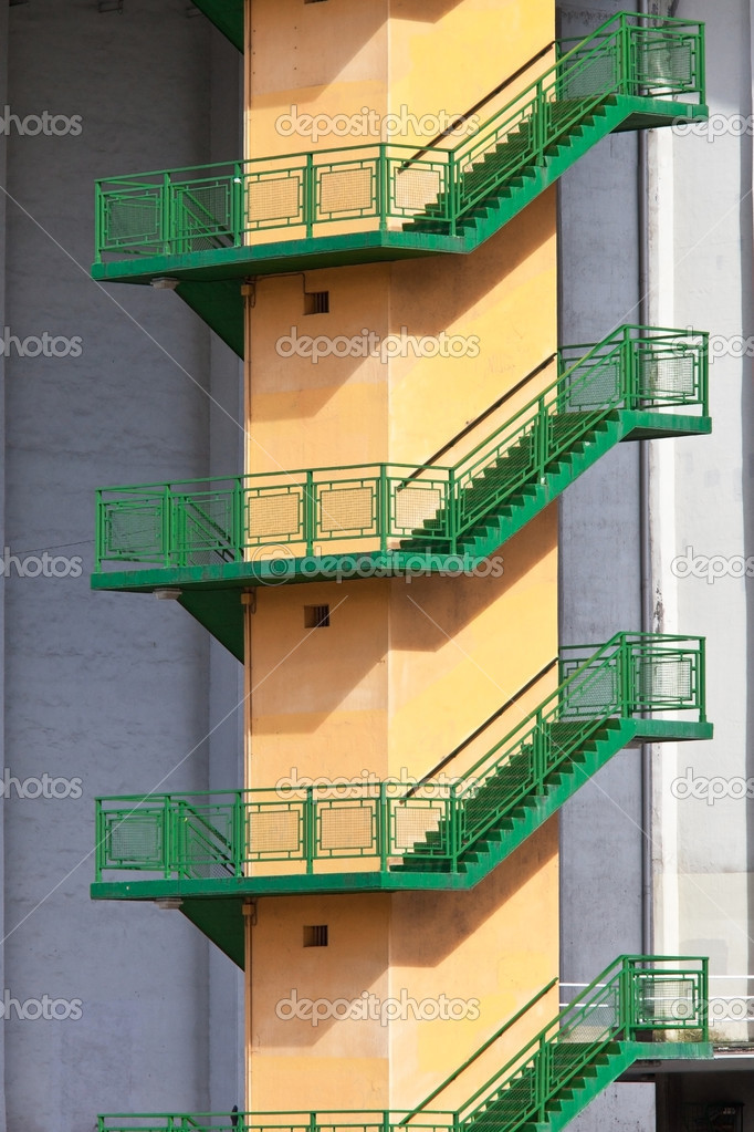 Outdoor concrete staircase for emergencies — Stock Photo #9760234