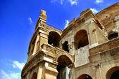Roman Coliseum in a sunny day — Stock Photo