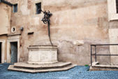 Cortile di Alessandro VI in Rome — Stock Photo