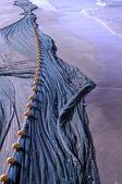 рыболовная сеть на средиземноморском пляже в египте — Стоковое фото