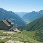 Idyllic home in Val Poschiavo, Switzerland — Stock Photo #10528127