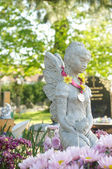 Beautiful statue in english cemetery — Stock Photo