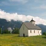Church in alpine landscape — Stock Photo