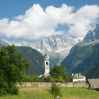 Beautiful old village (soglio) and church in alpine landscape (bregaglia region of switzerland)beautiful old village (soglio) and church in alpine landscape (bregaglia region of switzerland) — Stock Photo