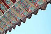 Bir tapınağın çatı — Stok fotoğraf