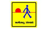 Caminhando rua sinal isolado no branco — Foto Stock