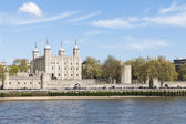 LONDON, UK - APRIL 30: The Tower of London seen from the Thames — Stock Photo