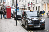 Black cabs parked in New Bond street in London, UK. — Stock Photo