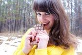 Woman eats chocolate — Stock Photo