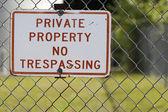 No Trespassing sign horizontal — Stock Photo