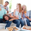 图库照片: Teenagers eating pizza at home