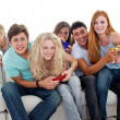 Teenagers playing video games at home — Stock Photo