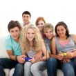 Teenagers playing video games in the living-room — ストック写真