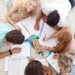 Teens doing homework together — Stock Photo