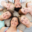 Teenagers with their heads together smiling — Stockfoto