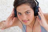 Teen girl listening to music — Stock Photo