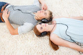 High angle of couple of teenagers listening to music — Stock Photo
