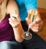 Close-up of a key and a glass of champagne. Concept of buying ho — Stock Photo