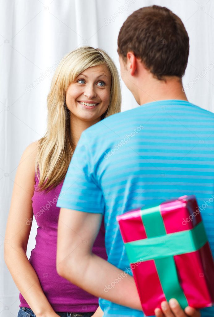 Attractive man giving a present to a beautiful woman — Stock Photo #10279513