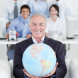 Foto Stock: Smiling businessmholding terrestrial globe