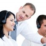 seguro de sí mismo empresario hablando con su colega — Foto de Stock