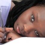 mujer afroamericana cansada estudiar — Foto de Stock   #10283338