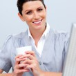Smiling business woman drinking coffee — Stock Photo