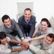 sonriendo equipo de negocios con las manos juntas — Foto de Stock