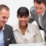 Предприниматель, совместно с двумя коллегами — Стоковое фото