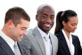 Pewny siebie wielu etnicznych biznesowych w spotkaniu — Zdjęcie stockowe