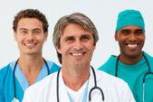 Porträtt av en glada medicinska team — Stockfoto