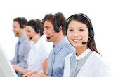 Giovani imprenditori in un call center — Foto Stock