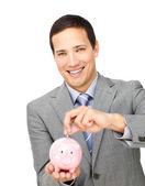 Pewny siebie biznesmen oszczędności w skarbonka — Zdjęcie stockowe