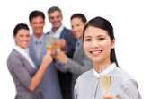 азиатская бизнес-леди и ее команда празднует успех — Стоковое фото