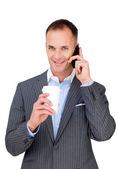 Empresario atractivo hablando por teléfono — Foto de Stock