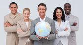 Obchodní tým drží zemský globus — Stock fotografie