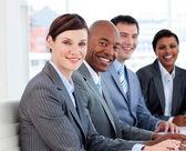 Zespół wielu etnicznych biznesowych w spotkaniu — Zdjęcie stockowe
