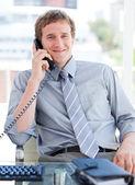 Jolly biznesmen rozmowy na telefon — Zdjęcie stockowe