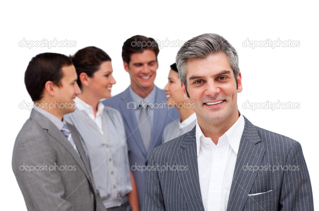 Mature manager standing with his team against a white background — Stockfoto #10285067