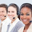 sorridendo team business con auricolare — Foto Stock