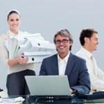 Retrato de un equipo de negocios ambicioso en el trabajo — Foto de Stock