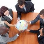 ビジネス、グローブを保持の高角度。グローバル ビジネス — ストック写真