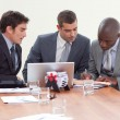 Businessmen in a meeting working together — Stockfoto