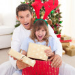 Foto Stock: Surprised father and his girl opening Christmas gifts
