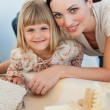 Smiling mother and her daughter decorating a room — Stock Photo